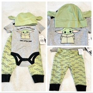 🆕Baby 3pc STAR WARS-THE FORCE IS STRONG Outfit
